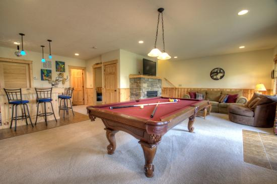 Mars Hill, NC: Game tables, wet bars, entertainment areas, and more!