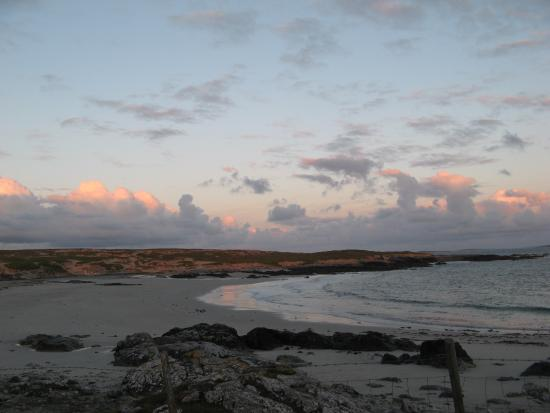 Roundstone, Irlandia: Pink sunset highlights