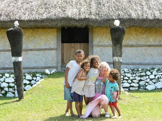 Vatukarasa Village: Love them kids