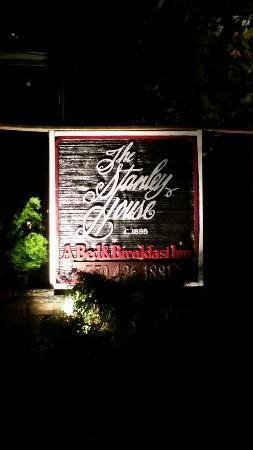 Stanley House Inn: 20151118_200543_large.jpg