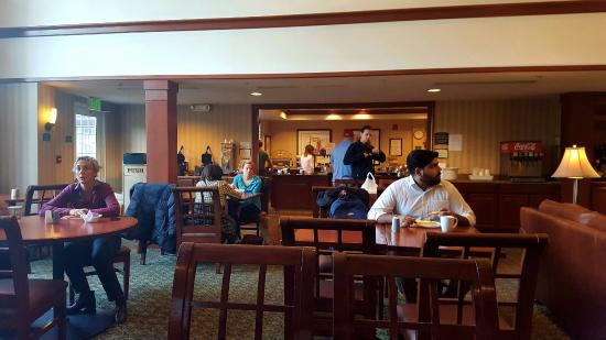 Staybridge Suites Philadelphia - Mt Laurel: Dining room