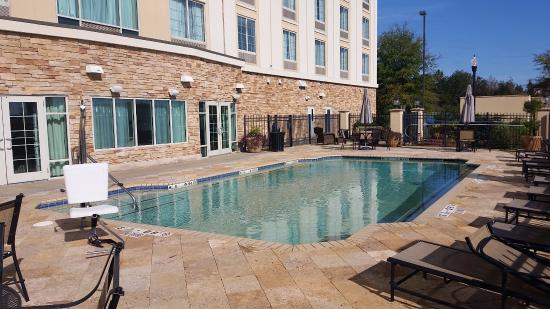 Holiday Inn Express Columbus at Northlake: Spacious pool with accessibilty chair