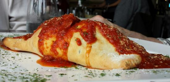 Casa Rugantino Italian Restaurant: Pizza Puff for lunch