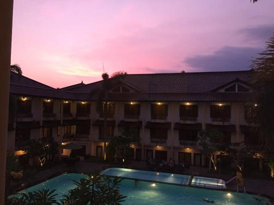 Jogjakarta Plaza Hotel: Uitzicht vanuit de slaapkamer