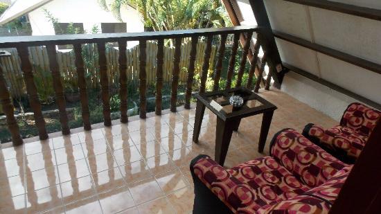 Flower Garden Resort: Upstairs Balcony of House 3.