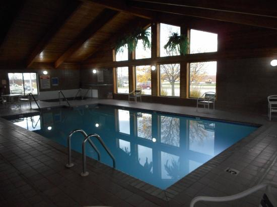 AmericInn Plymouth: Indoor Pool