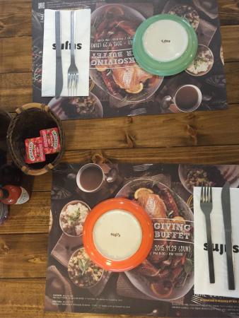 Suji's Restaurant Itaewon Store: Table setting