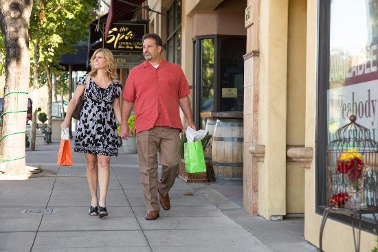 Shopping in Atascadero