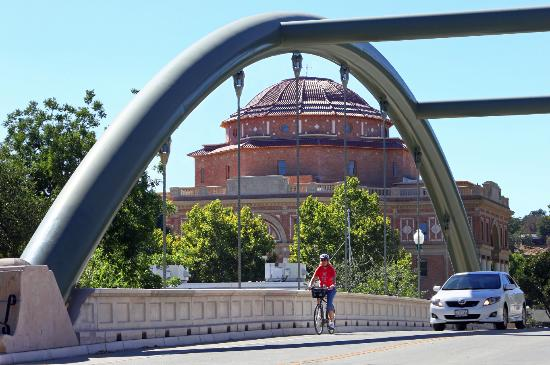 Atascadero, CA: Lewis Avenue Bridge