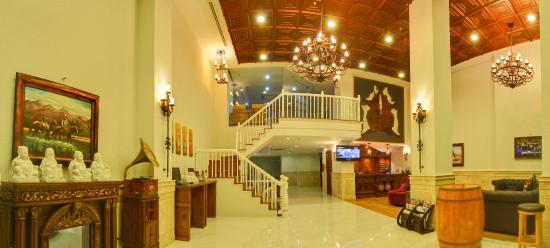 Seventeen Saloon Hotel: Lobby