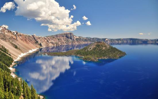 Maple Leaf Motel: Crater Lake just 52 miles away