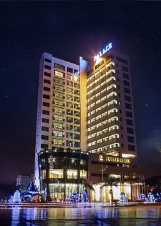 Halong Palace Hotel: One night in Ha Long Palace Hotel