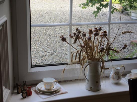 Alton Albany Farm B&B : Windowsill in the dining room