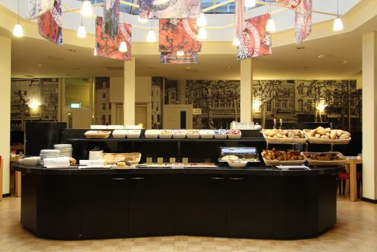 Bastion Hotel Maastricht Centrum: Breakfast Buffet