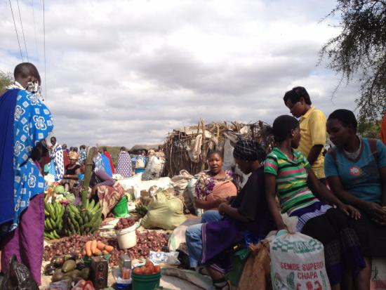 Tembo Guesthouse: Vegetables being sold at the Maasai Market