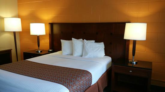 The Marigold Hotel - Downtown Pendleton: Queen Bed