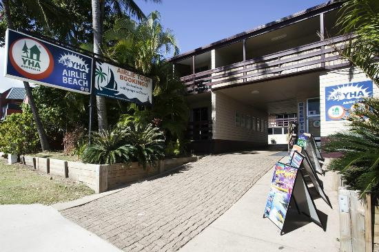 Airlie Beach YHA: Hostel Entrance