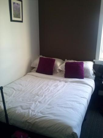 The Centennial Hotel: Room