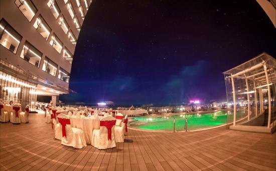 Halong Palace Hotel: Swimming pool1