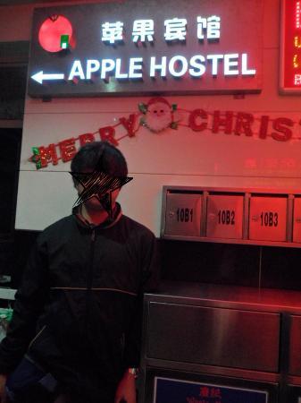 Apple Hostel: Di depan hostel