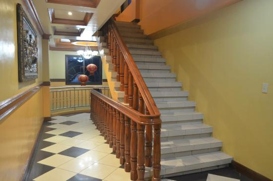 Rakdell Inn: 2nd floor hallway