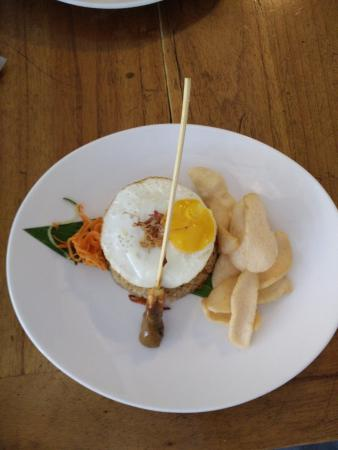 Maharani Beach Hotel: Food @ Sandbar