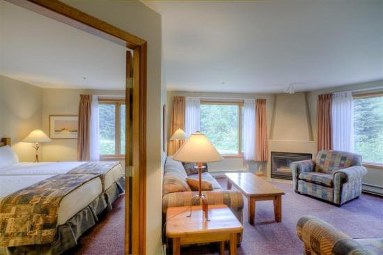 Nancy Greene's Cahilty Hotel & Suites: Two Bedroom Suite
