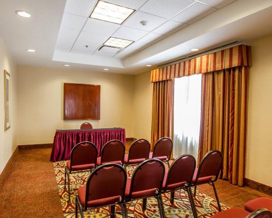 Comfort Suites Univ. of Phoenix Stadium Area: Conference
