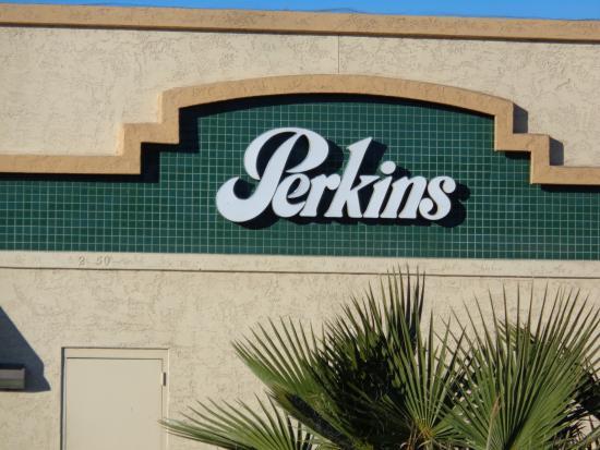 Perkins Restaurant & Bakery: Front sign