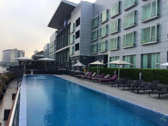 Radisson Blu Anchorage Hotel, Lagos: Pool view