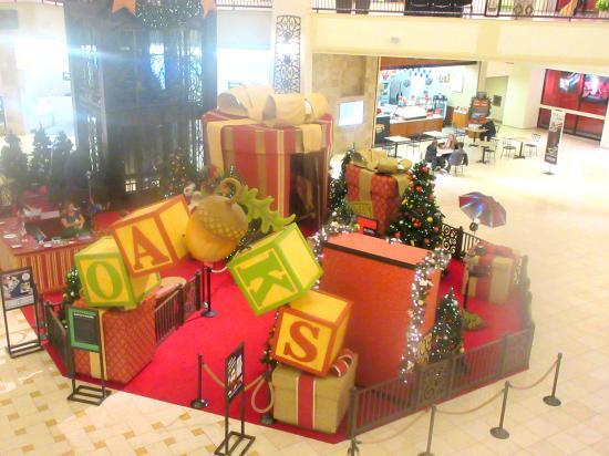 Santa Christmas Decorations 2015 - The Oaks Shopping Center, Thousand Oaks, CA