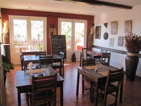 Hotel Niaouly: Salle du restaurant, donnant sur la terrasse