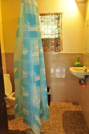 Blue Ribbon Dive Resort: Bathroom