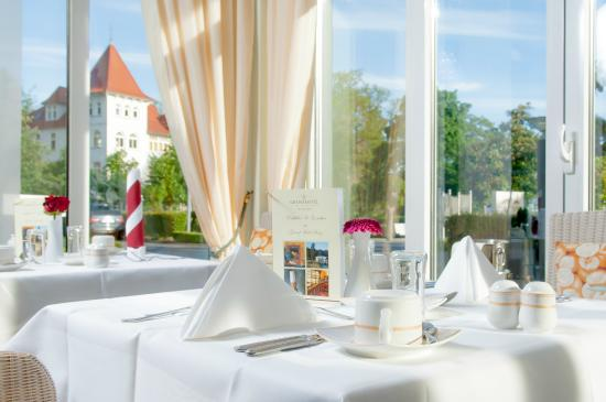 fr hst ckstisch photo de grand hotel binz ostseebad binz tripadvisor. Black Bedroom Furniture Sets. Home Design Ideas