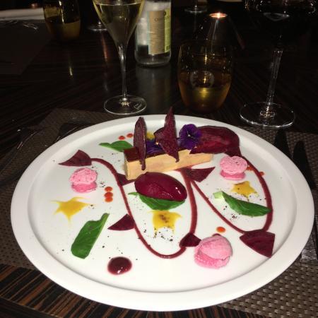 Cyrille Billot: entrée: foie gras de canard des landes, guimauve et sorbet betterave