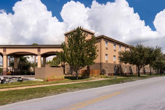 Best Western Tampa: Hotel Exterior
