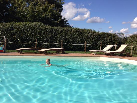 San Martino in Colle, อิตาลี: Холодный бассейн.. бррр..