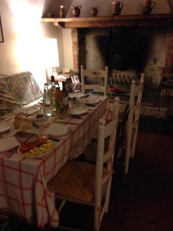 San Martino in Colle, อิตาลี: Подготовку к последнему ужину в доме!