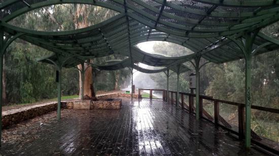 Qiryat Bialik, Israel: Навесы предназначены создавать тень.
