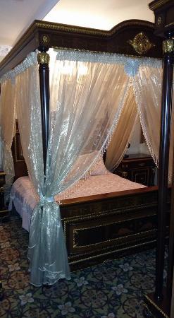 Marmaray Hotel: Sleeping room