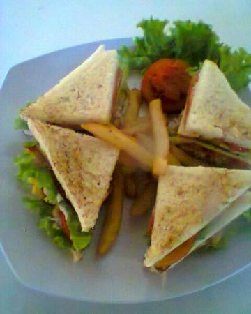 Amed Sea View Warung: Great food of che'f salads n sandwichese at amed seaview warung.