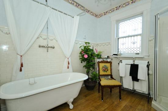 Sleepy Hollow Bed & Breakfast: Eden Bathroom