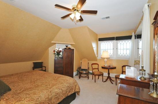 Sleepy Hollow Bed & Breakfast: Travancore Room