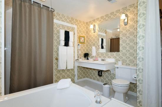 Sleepy Hollow Bed & Breakfast: Travancore Ensuite Bathroom