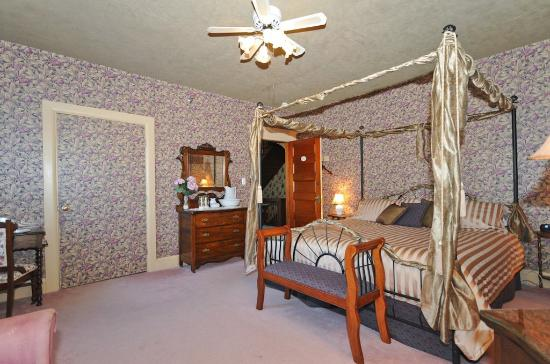 Sleepy Hollow Bed & Breakfast: Tara Suite