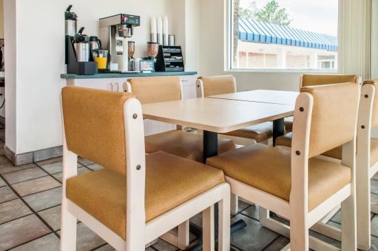Rodeway Inn Silver City: Breakfast Area