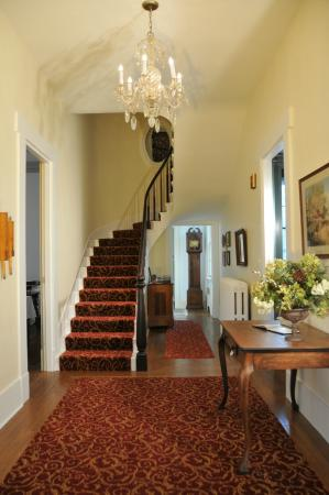 Copper Beech Manor Bed and Breakfast: Entry staircase