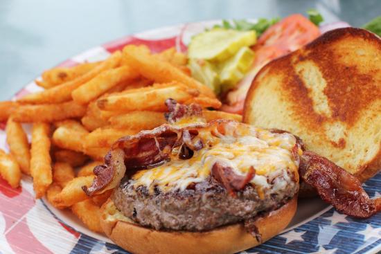 Whitehouse Inn: Hickory Burger and Fries