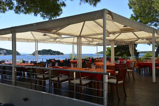 shadow side of sunset bild fr n maestral balkan grill hvar tripadvisor. Black Bedroom Furniture Sets. Home Design Ideas