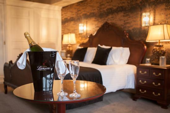 Inglewood House And Spa Paton Luxury Honeymoon Suite